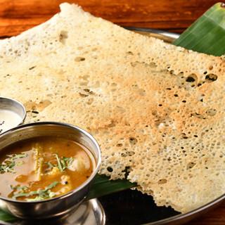 """伝統的な南インド料理""""ラワドーサ""""など豊富にご用意"""