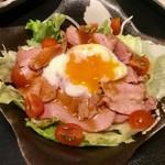 九州亭 - 霧島黒豚ローストポークと温玉のサラダ