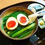和食香穂 - 京都産九条ねぎのにゅう麺にこだわり玉子で作った味玉をトッピング!+おにぎりが人気です