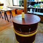 旬菜みそ茶屋 くらを - 店内のテーブルも仕込み樽♬