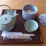 そば好房 德よし - 料理写真:お茶とお新香
