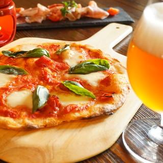 地ビール屋ならではのビール酵母を使用した自家製ナポリピザ。