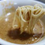 109095181 - 麺が細く、スープがよく絡みます。