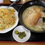 中華料理 濃河 - 醤油ラーメン+濃河炒飯 820円