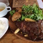東京ブッチャーズ with OKACHI Beer Lab - 「肉屋のステーキ」半ライス。 ご飯を大盛りにすれば男子にも良いのでは?