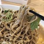 オカモト醤油ヌードル - 料理写真:平打ちの極太麺