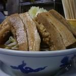 鶏とふじ - 12/2011うま節めん小豚向こう正面(野菜と脂少なめ)