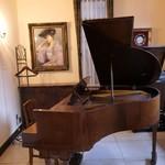 DEPLA POL CHOCOLATIER - グランドピアノ