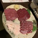 馬肉料理 吉兆 - 刺身盛り合わせ