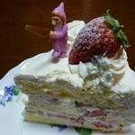 ガトーめぐろ - 2011.12 再訪 クリスマスケーキ(カット後)