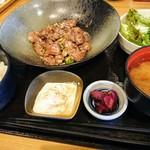 金市朗 - 牛タンカルビ塩炒め定食