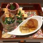 109120234 - 前菜盛合わせ:白身魚南蛮漬け、ほうれん草鯛すり身和え、ホタルイカ佃煮