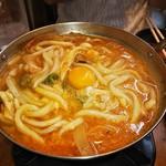 ホルモン 丸一 - もつ鍋のシメにうどんと生卵