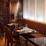 カジュアルフレンチレストラン アルブル - ゆっくりお過ごしいただける店内