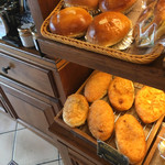 ラ ブリオッシュ - 創業当時からの手仕込みカレーパン ( ´θ`) ゲット