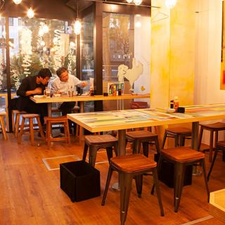 電源・無料Wi-Fiあり!2階は完全禁煙、カフェ利用もOK!