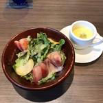 YAKIYAKIさんの家 OMOTESANDO - カボチャの冷製スープとサラダ