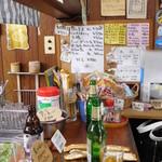 高崎屋本店 - 小さなカウンター(立ち飲み)