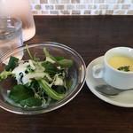 イタリア料理 ラ・フレスカ - シーザーサラダと冷製スープ