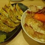 餃子楼おとど餃子食堂 - 餃子2人前+かつお節ご飯 550円