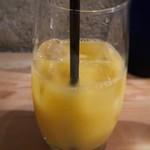 109149509 - ドリンクは選べますので「オレンジジュース」を。 飲みかけではなくこの量で出されましたが、少なすぎ。><