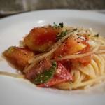 109149557 - ◆ベーコンとフレッシュトマトの明太パスタ ハーフですのでポーションは少なめ。 ベーコンは少ないですがトマトが甘いですし、少しピリ辛の明太子味も好み。