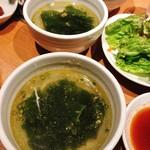 炭火焼肉・韓国料理 KollaBo - 【ランチタイムに付いてくるワカメスープ】