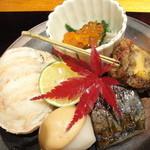 10916603 - 前菜のこうばこ蟹、イクラ、ごぼう餅、サバ、サトイモの田楽