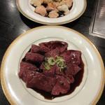 肉料理 阿蘇 - 奥、ホルモン 750円 タレが掛かってます