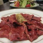 肉料理 阿蘇 - タレがかかっており、おろし生姜が添えられて