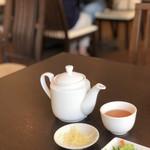 台湾料理 鼎 - まずはプーアル茶で