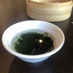 台湾料理 鼎 - ルーロー飯に付くわかめスープ