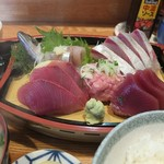 味処あさみ - 料理写真:地魚刺身盛り定食
