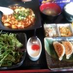 餃子専門店 黒龍 - 料理写真:土日祝日のみの黒龍ランチです、麻婆豆腐をセレクトしました、うーまーいーぞー!