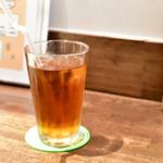 ハラカラ。 - 【平日限定セット アボガドチェダーチーズバーガー@税込1,566円】ドリンクは、黒ウーロン茶をアイスで。t