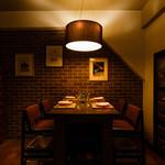 イル バッティクオーレ - モダンな雰囲気のテーブル席