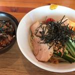 田中製麺 - 冷やし中華とミニチャーシュー丼