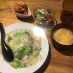 駅前飯店 - 料理写真:えびとレタスあんかけチャーハン