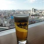 10918533 - アサヒスーパードライ(420ml) \600 と浅草の眺望