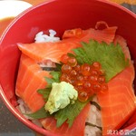 浄土ヶ浜レストハウス - 鮭いくら丼