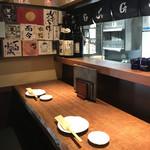 肉と日本酒 ゴッツジェイズ - 店内。