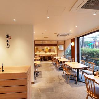 【店内空間】ご友人や同僚との飲み会に12名様までの個室