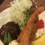 洋食ますだ - デミグラスソースが掛かったハンバーグ、エビフライ、白身魚フライのランチです(2019.6.7)