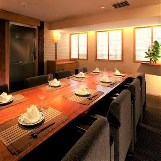 【店内空間】2~最大8名様までの完全個室を完備