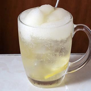 おすすめは「レモンサワー」!唐揚げに合うお酒を各種ご用意♪