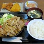 Kashiwaya - 豚肉生姜焼定食700円、鳥カラ揚90円×2個、アジフライ130円、納豆130円