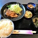109215117 - 190604火 神奈川 肉料理の一番や ロースしょうが焼肉定食680円