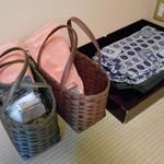 酒の宿 玉城屋 - 客室に用意された風呂セット