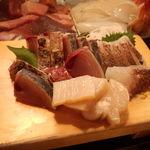 かわなみ鮨 - 刺身盛り(メジ鮪叩き、平貝、鯛湯引)