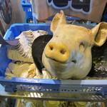 ちゅらさん亭 - 豚さん出迎え